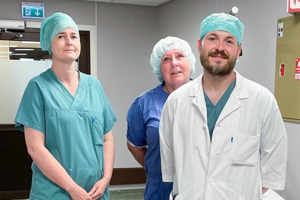 Plastikk kirurg og sykepleiere