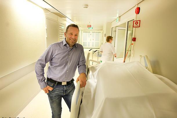Administrerende direktør Per Martin Knutsen i sykehuskorridor
